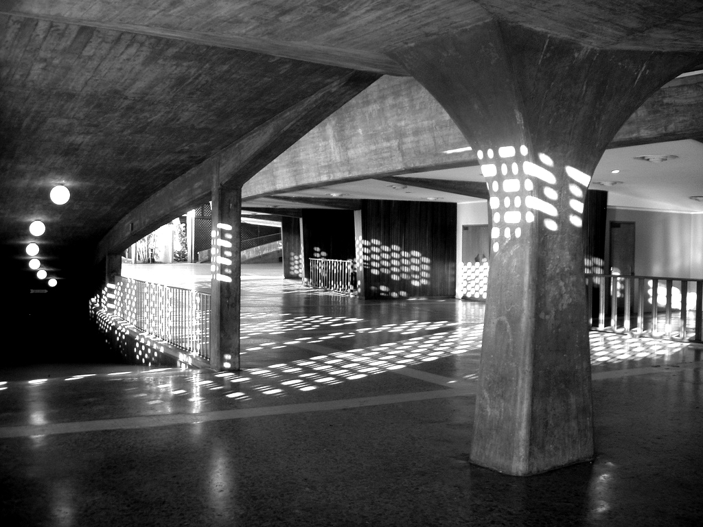 Além dos Mestres Modernistas: Arquitetura Contemporânea na América Latina / Felipe Hernández