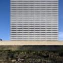 Torre Comercial Burgo / Eduardo Souto de Moura © Leonardo Finotti