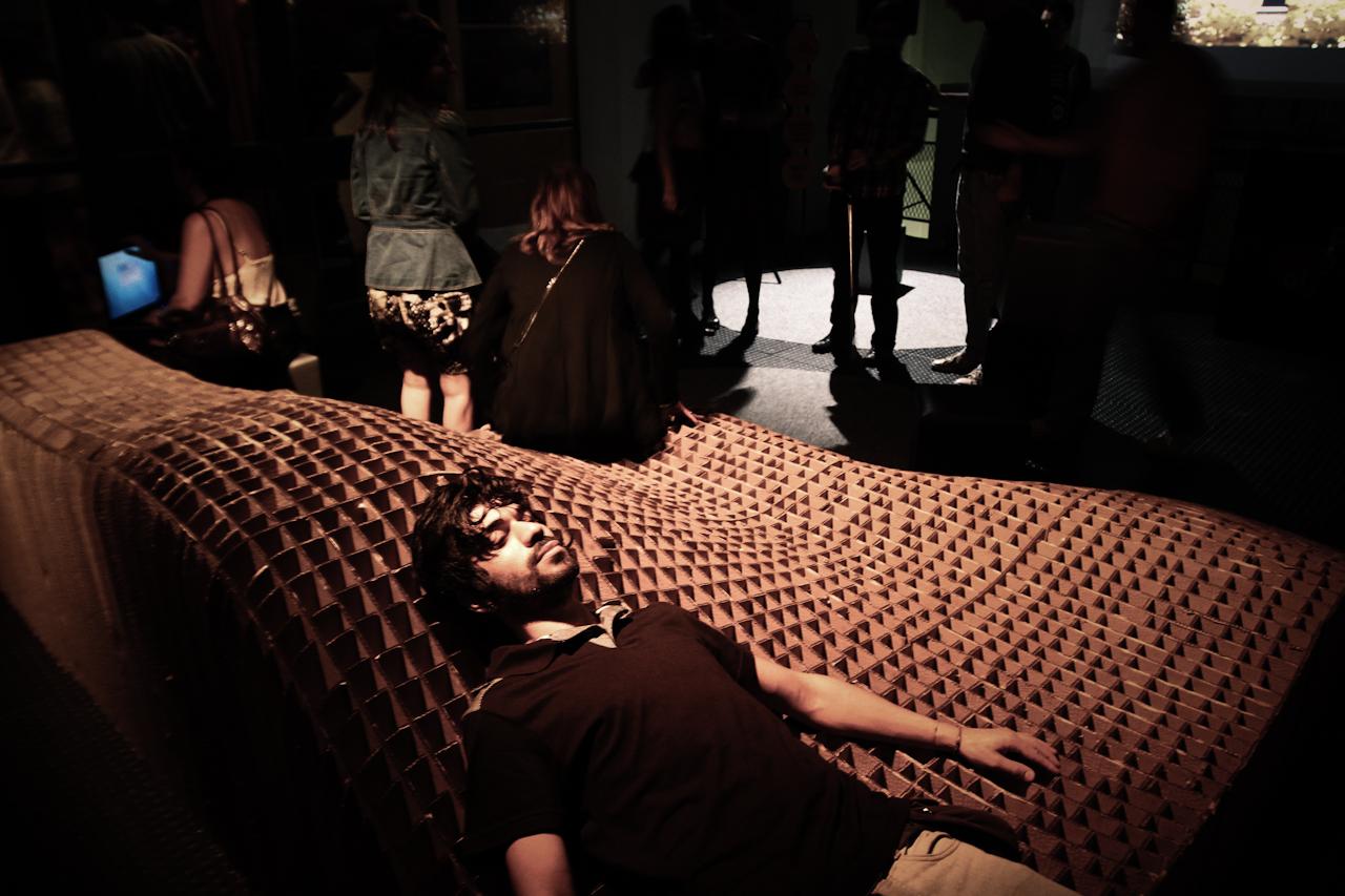 Lounge no cinema Esquema Novo / Ana Cláudia Vettoretti + 0E1 Arquitetos, © Betânia Dutra e Roberto Vinícius