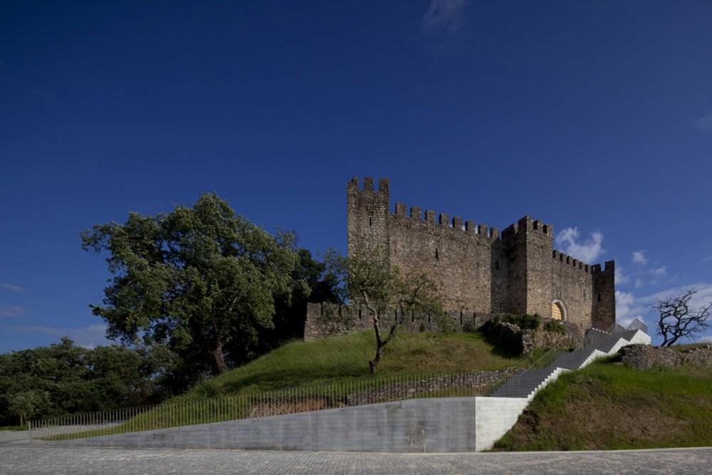 Reorganização do Castelo da Colina de Pombal / Comoco, © FG + SG - Fernando Guerra, Sérgio Guerra