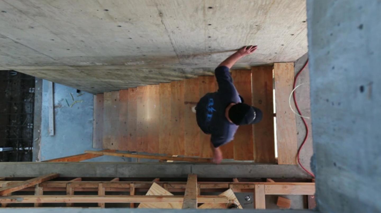 Em Construção Teaser: Cresta de Jonathan Segal por Breadtruck Films, © Breadtruck Films