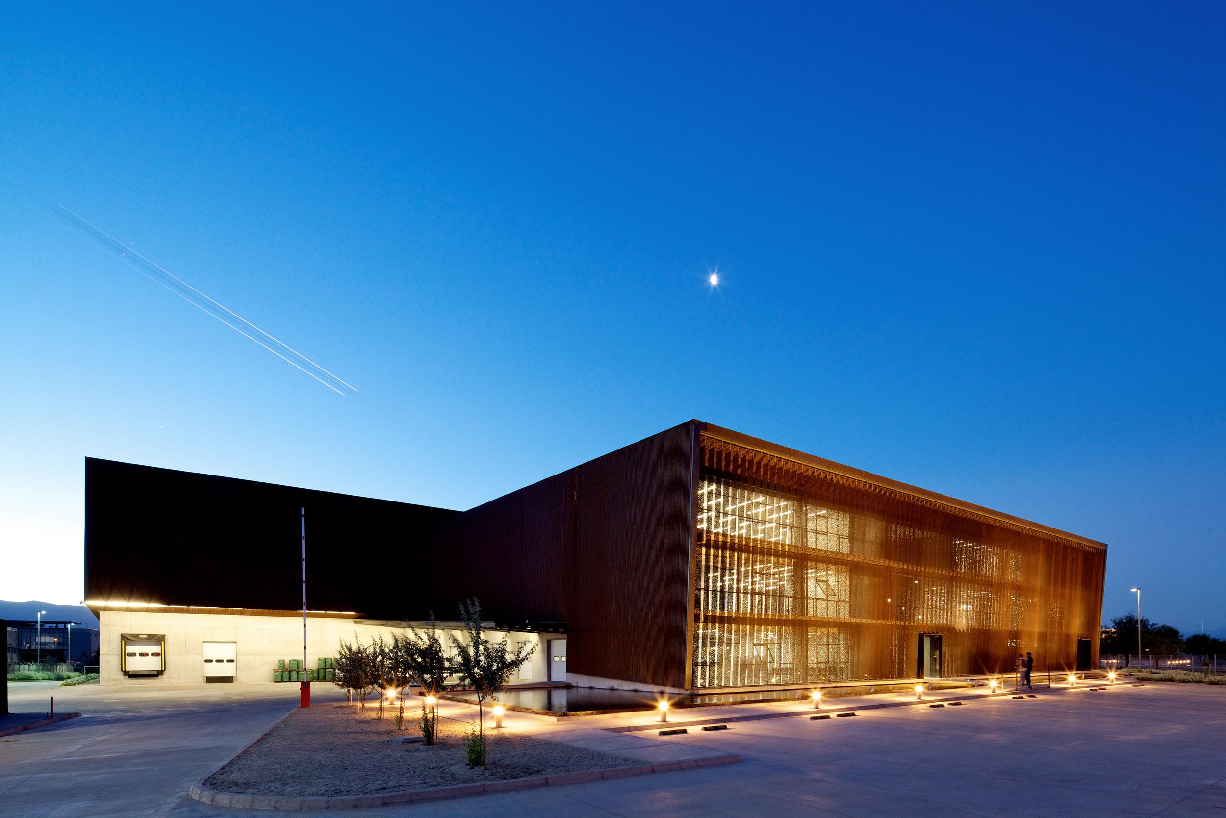 Ferreteria O'Higgins / GH+A Arquitectos