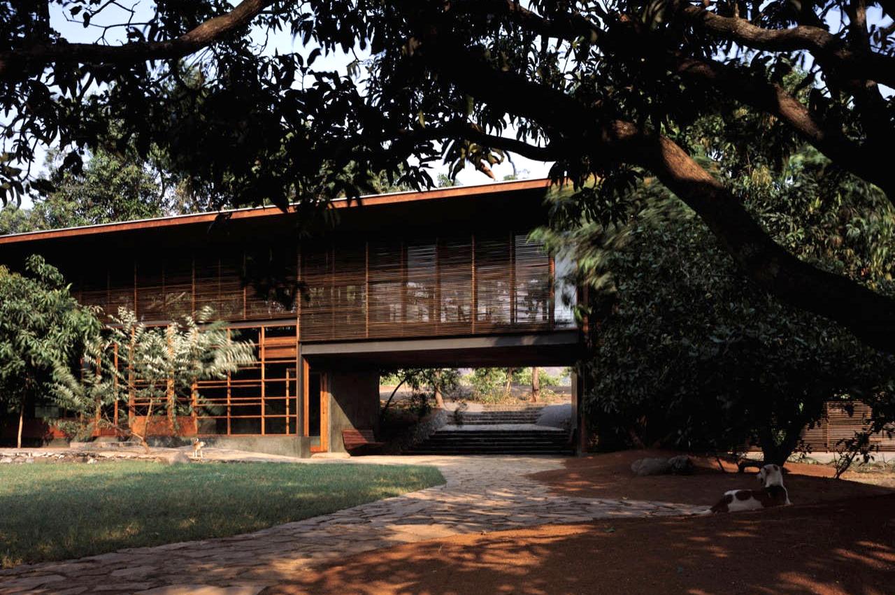 Casa em Belavali / Studio Mumbai Architects, © Helene Binet