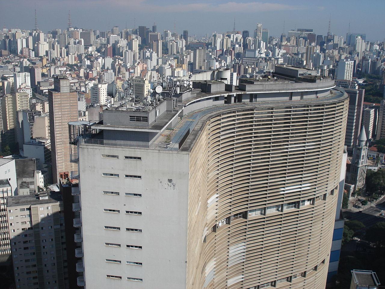 Obras de Oscar Niemeyer  precisam de reformas / São Paulo - SP, Edifício Copan © Rhcastilhos - via wikimedia commons