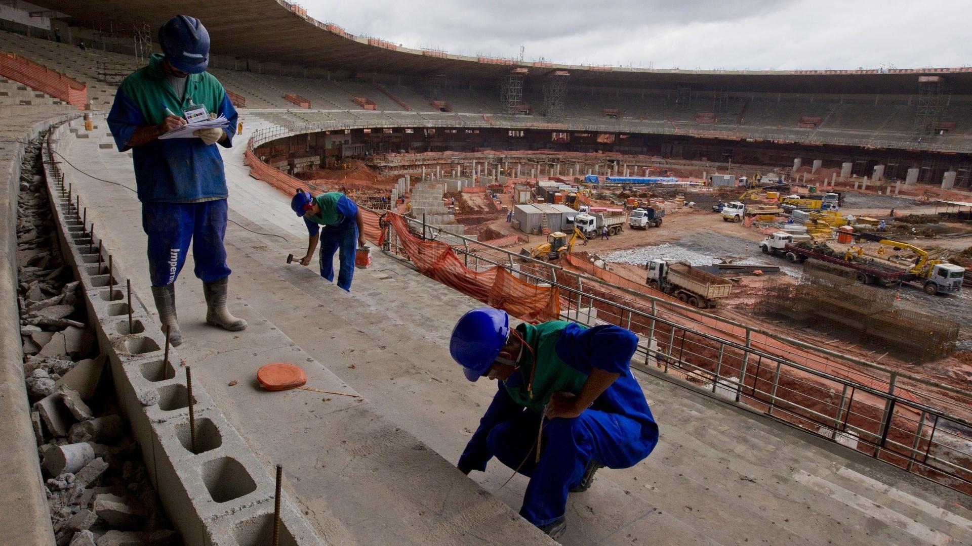 Comissão de Desenvolvimento Urbano afirma que só 5% das obras estruturais da Copa do Mundo de 2014 foram realizadas, Via UOL Esportes