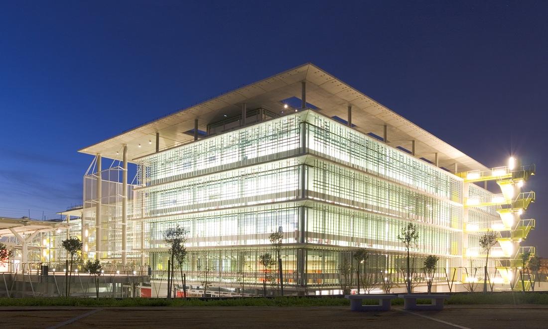 Campus Tecnológico Palmas Altas de Abengoa / RSH+P & Vidal y Asociados arquitectos, © Víctor Sájara