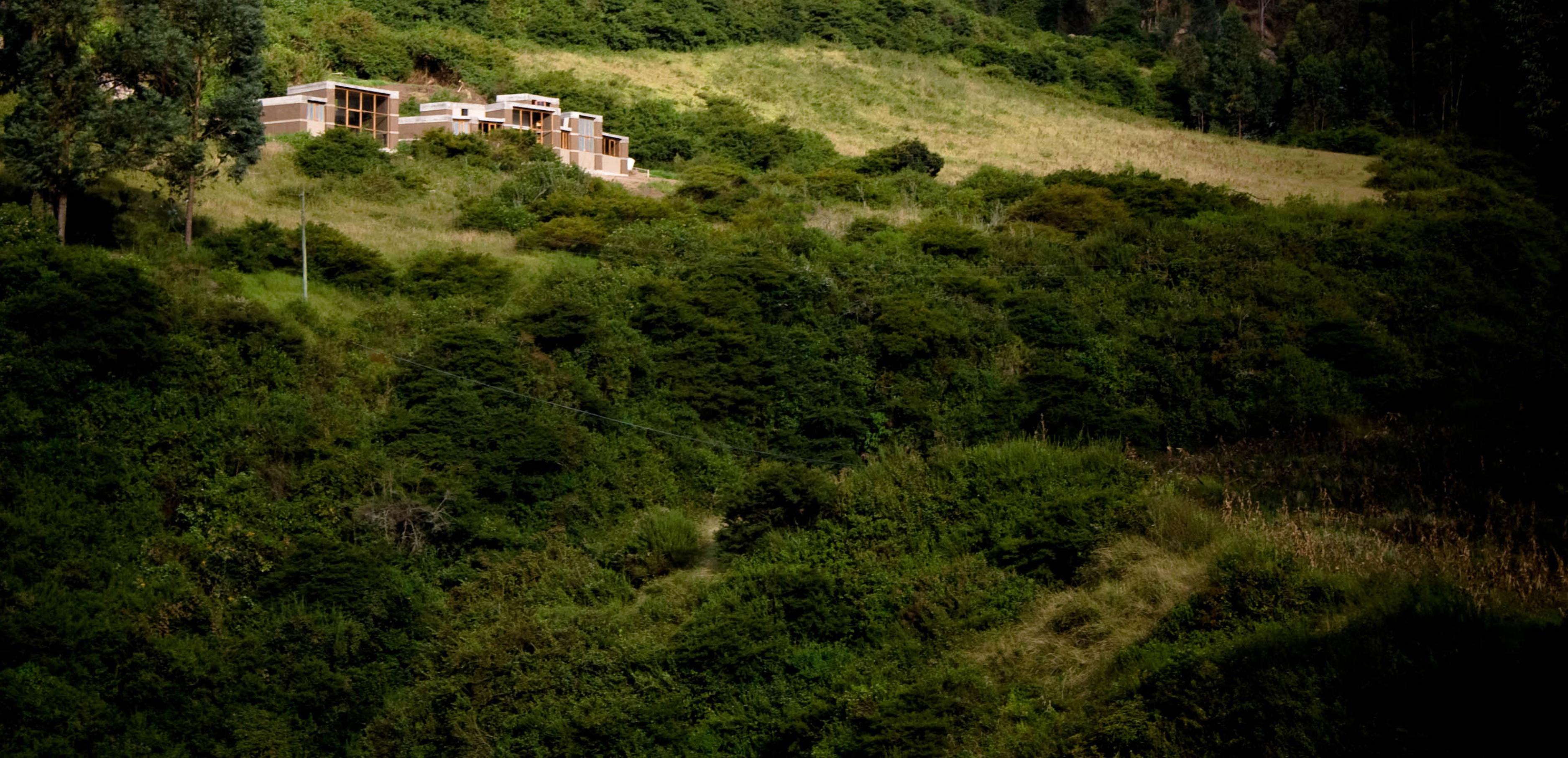 Casa Entre Muros / al bordE, © Raed Gindeya