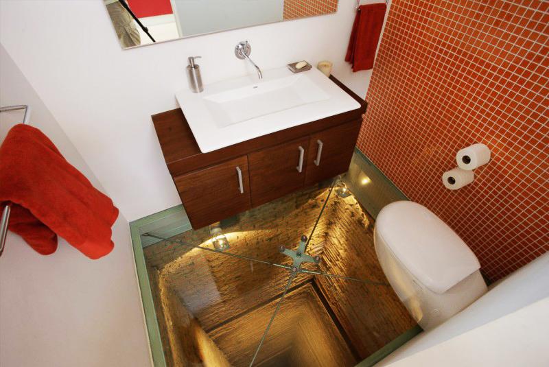 Banheiro sobre o 15º andar de um elevador, vía Home dsgn