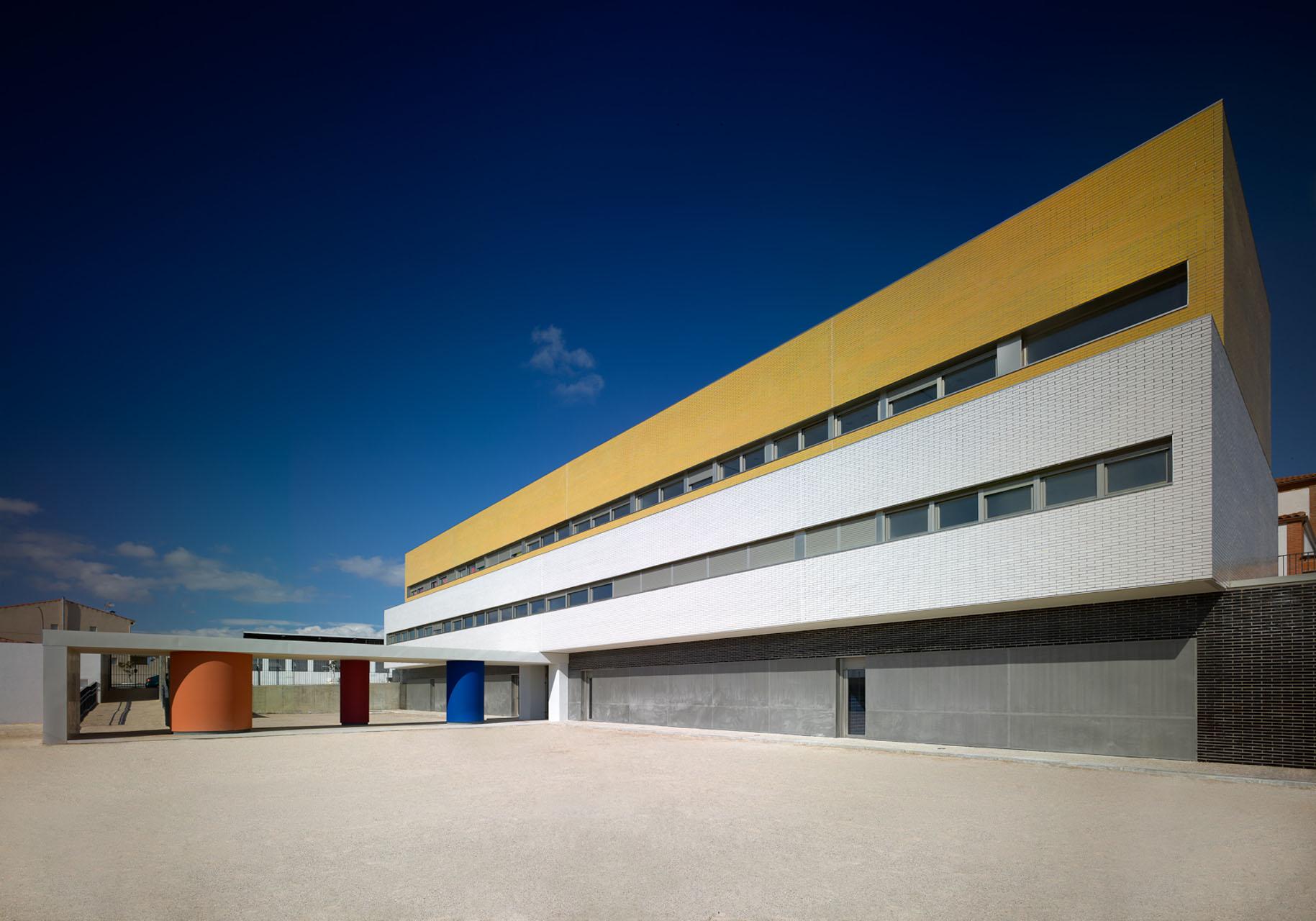 Colégio em Casar de Escalona / José Ángel Nieto García, © Emilio Fernández