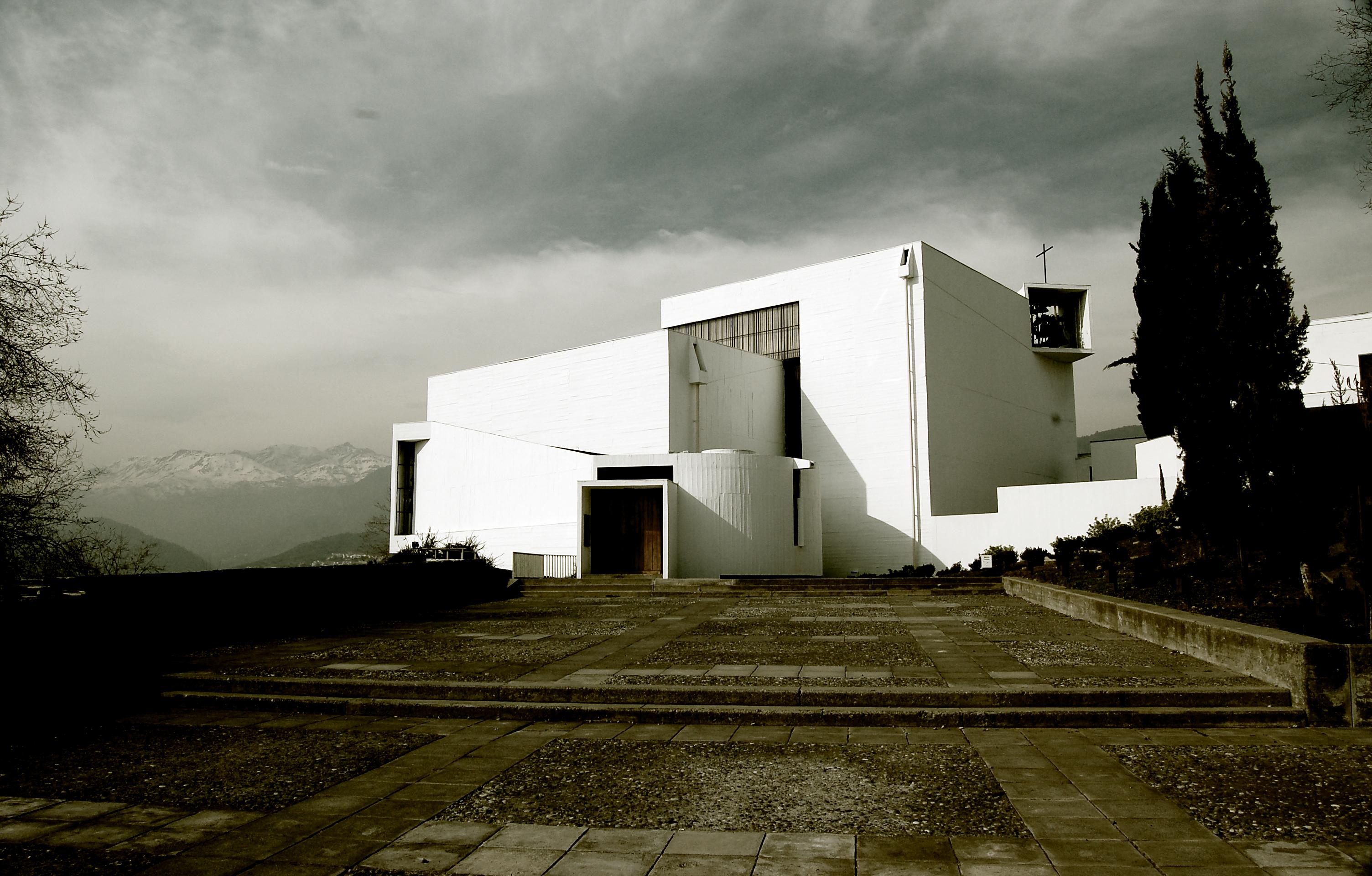 Clássicos da Arquitetura: Capela do Monastério Beneditino / Gabriel Guarda e Martín Correa, © flickr Sustenaible Frog