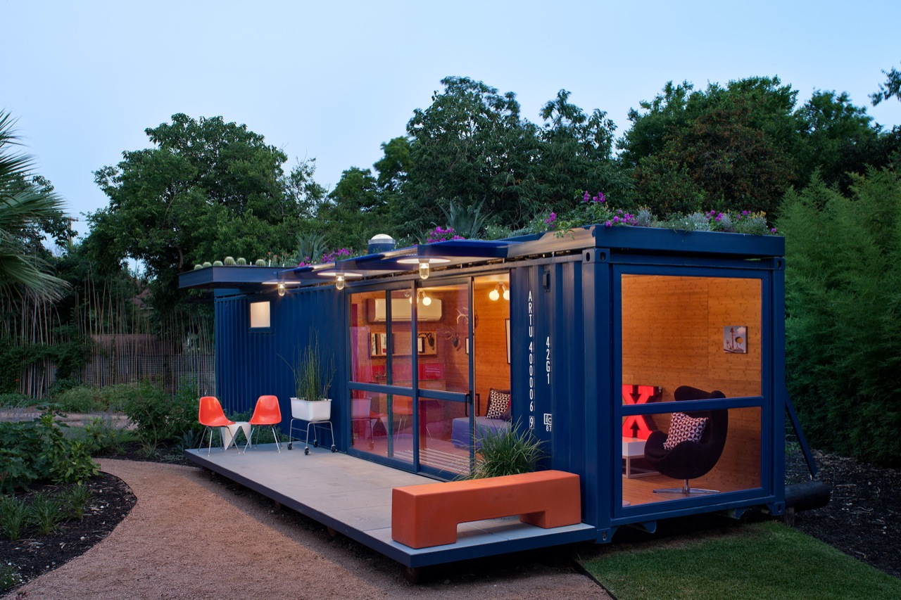 Container Guest House / Poteet Architects, © Chris Cooper