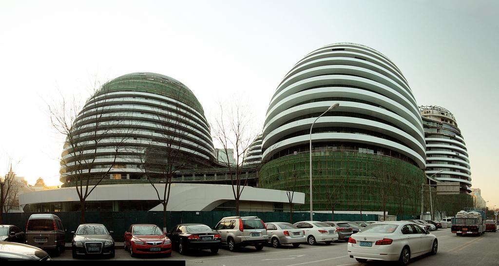 Em Construção: Galaxy Soho / Zaha Hadid Architects, © Flickr trevor.patt