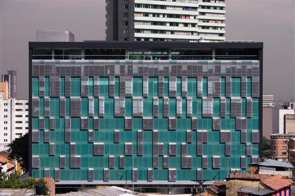 Edifício Julio Mario Santo Domingo / Daniel Bonilla Arquitectos