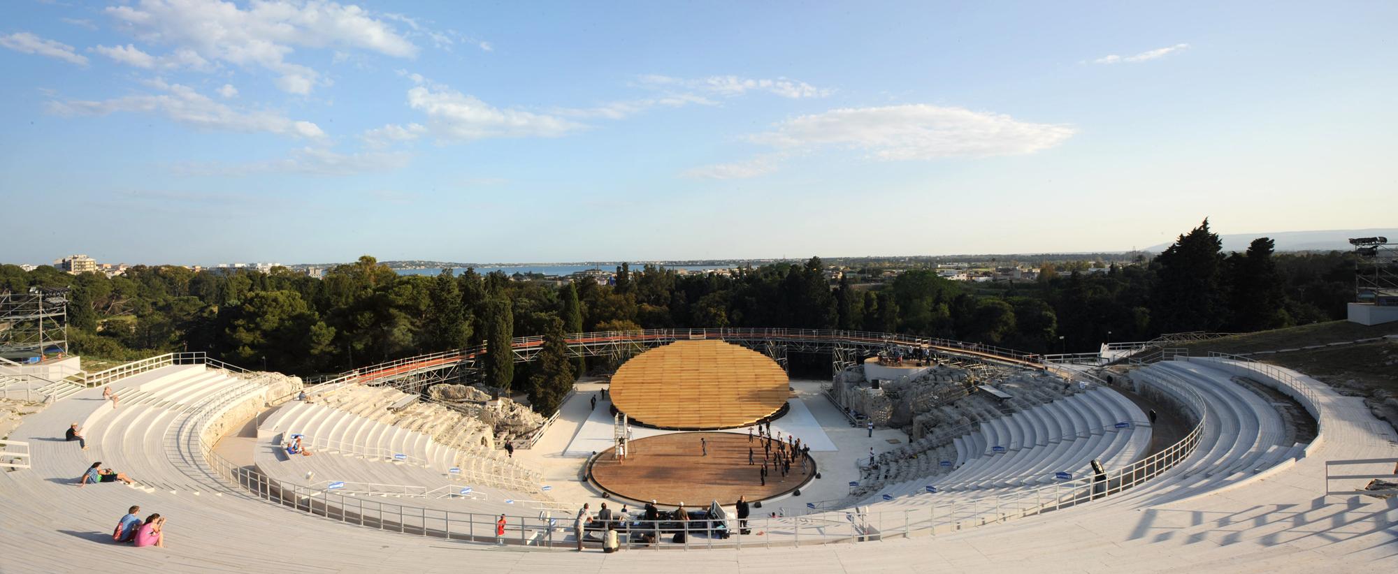 Cenografia e Arquitetura: Anfiteatro Grego em Siracusa / OMA, © OMA por Alberto Moncada
