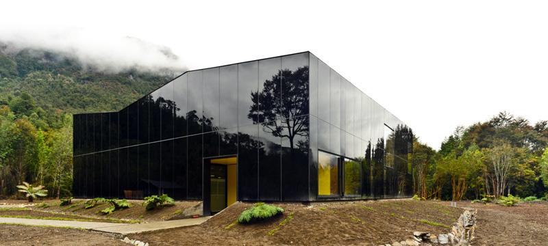 Fábrica de Engarrafamento de Água Glacial / Panorama, © Cristobal Valdes