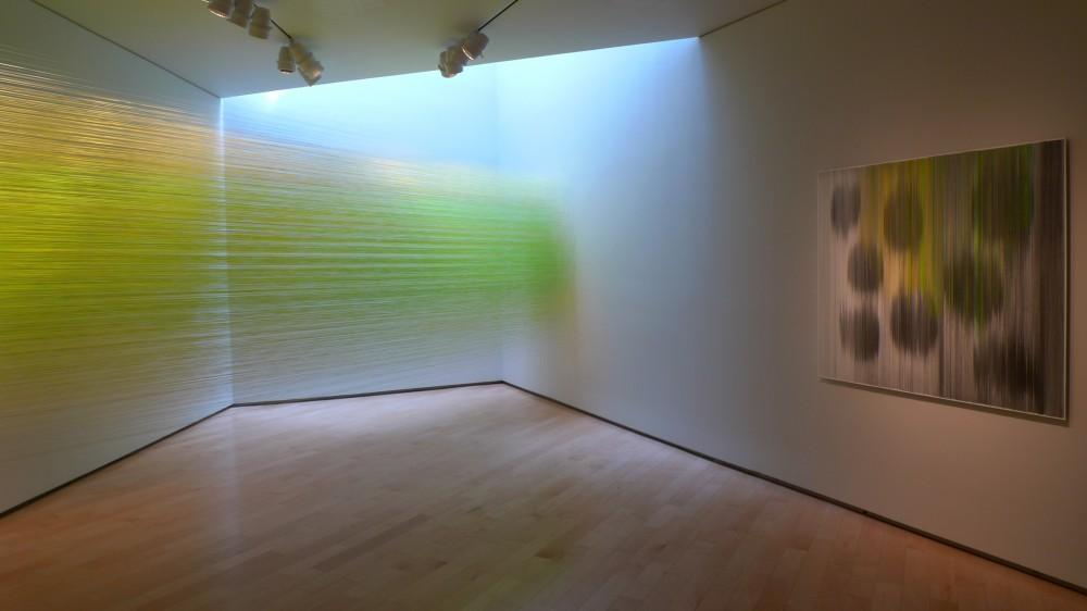 Transformação de um espaço branco com luz e color / Anne Lindberg , Via Plataforma Arquitectura