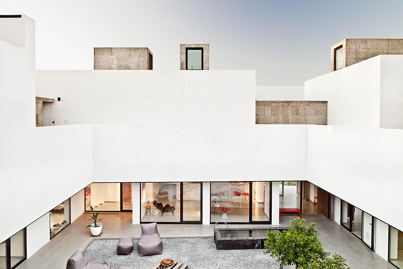 Hotel Villa Extramuros / Vora Arquitectura, © Adrià Goula