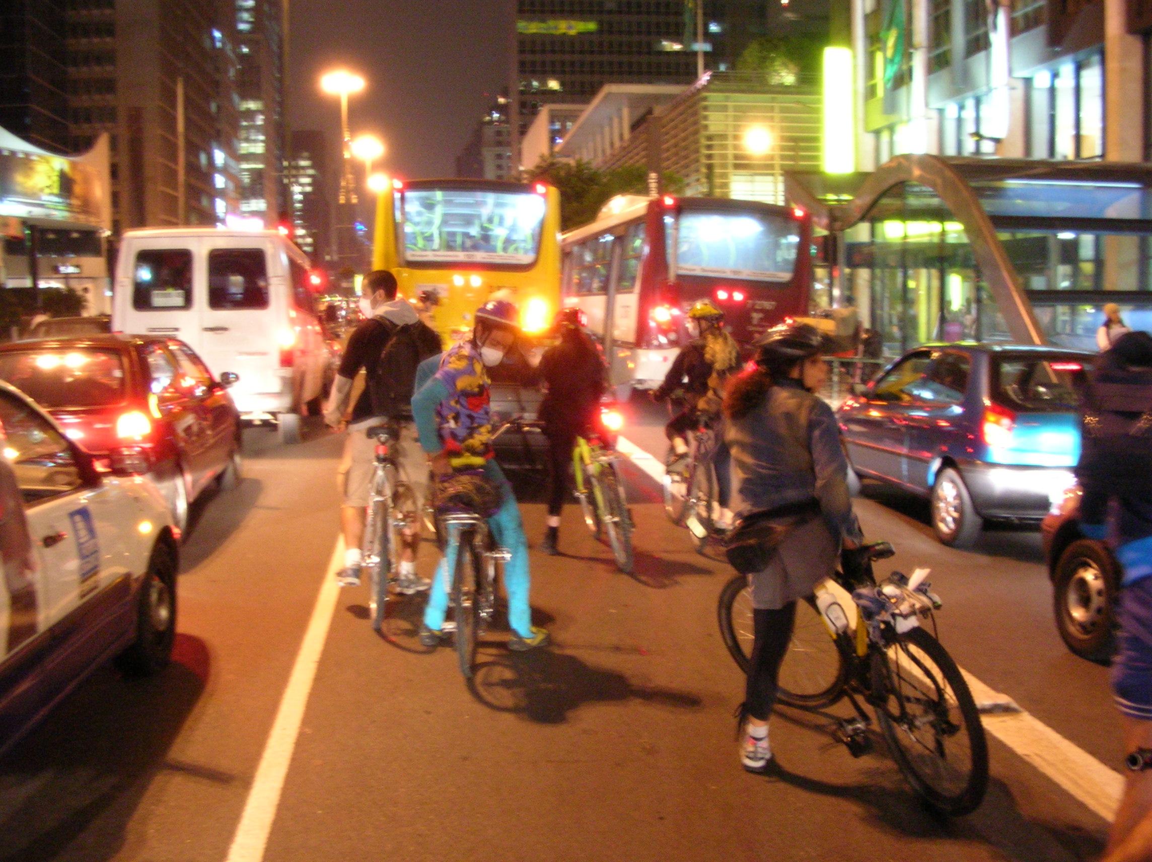 Candidatos à prefeitura de São Paulo querem saber a sua opinião sobre o ciclismo, Imagem via Apocalipse Motorizado