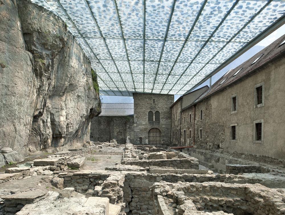 Cobertura das Ruínas Arqueológicas da Abadia de St. Maurice / Savioz Fabrizzi Architectes, © Thomas Jantscher