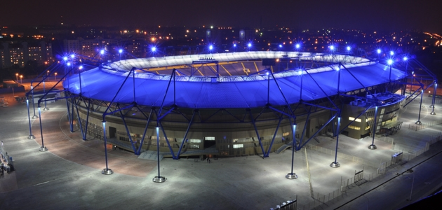 Iluminação LED para a Euro Copa 2012/ Wojciech Ryzynski, Via Lighting.co.uk