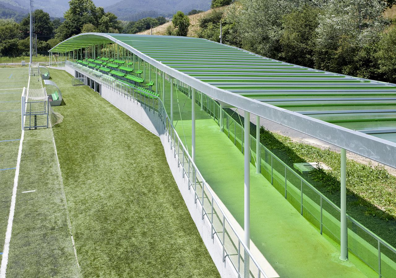 Campo de Futebol Sopuerta / JAAM sociedad de arquitectura, © Francisco Berreteaga