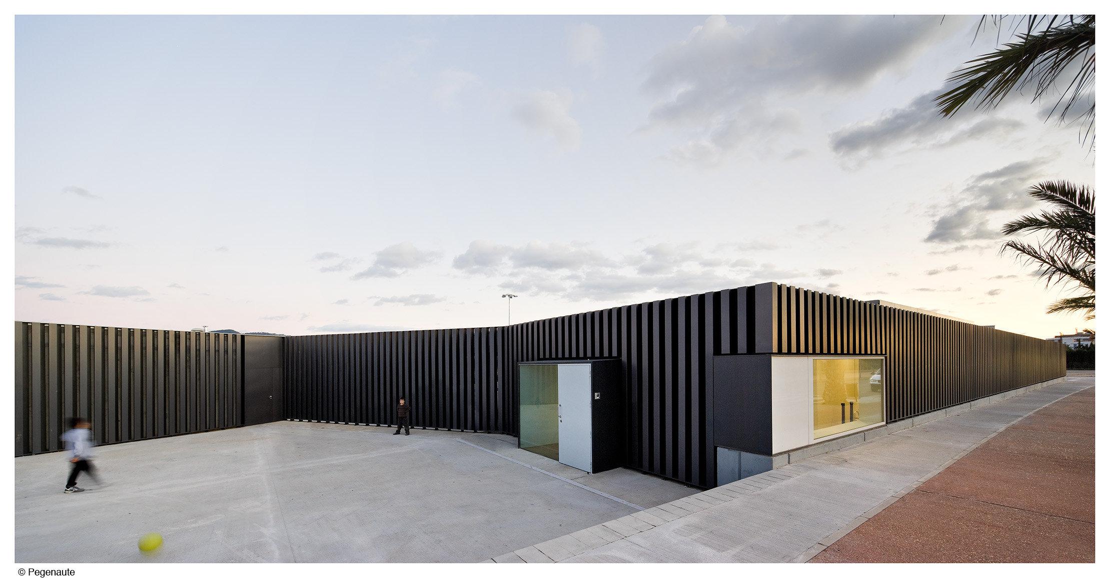 Piscinas, Vestiários e Sala Poliesportiva em Jesús / ARQUITECTURIA, © Pedro Pegenaute