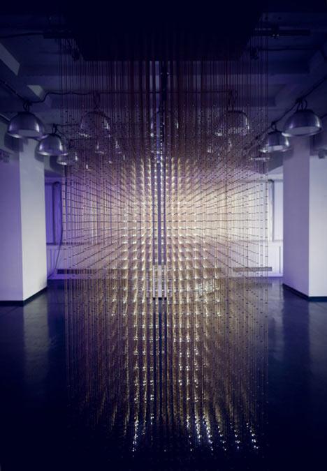 Vídeo: instalação de luz e dança Future Self / rAndom International, Cortesia  rAndom International