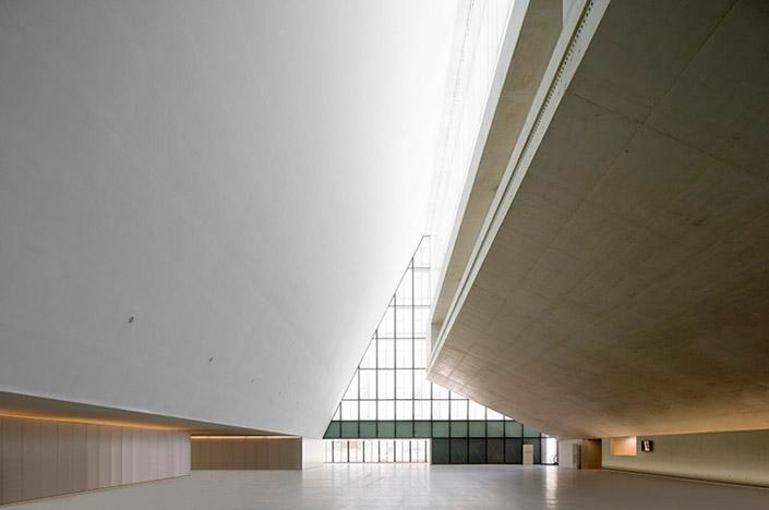 Fotografia e Arquitetura: Pedro Pegenaute, Palácio Congreso Expo´08 Zaragoza, Nieto y Sobejano © Pedro Pegenaute