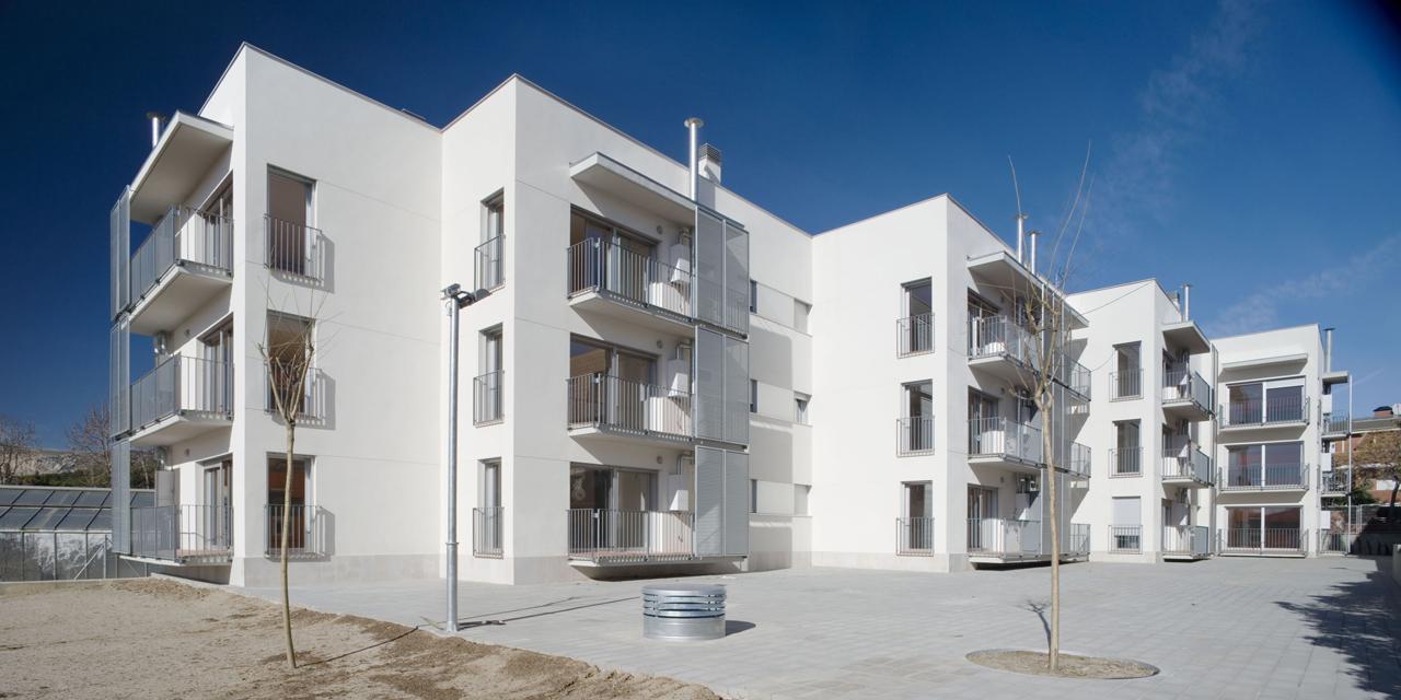 Habitações de Proteção Oficial em Begues / Jordi Farrando, © Adrià Goula