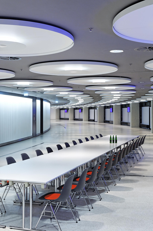 Projeto de Iluminação: Business Area, Olympic Hall / Pfarré Lighting Design, © Andreas J. Focke