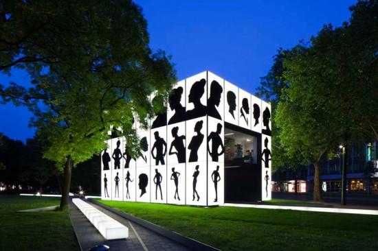 A caixa de luz Schwarzkopf ao estilo pop-up / Karl Lagerfeld + HPP architects, Via dsgnr