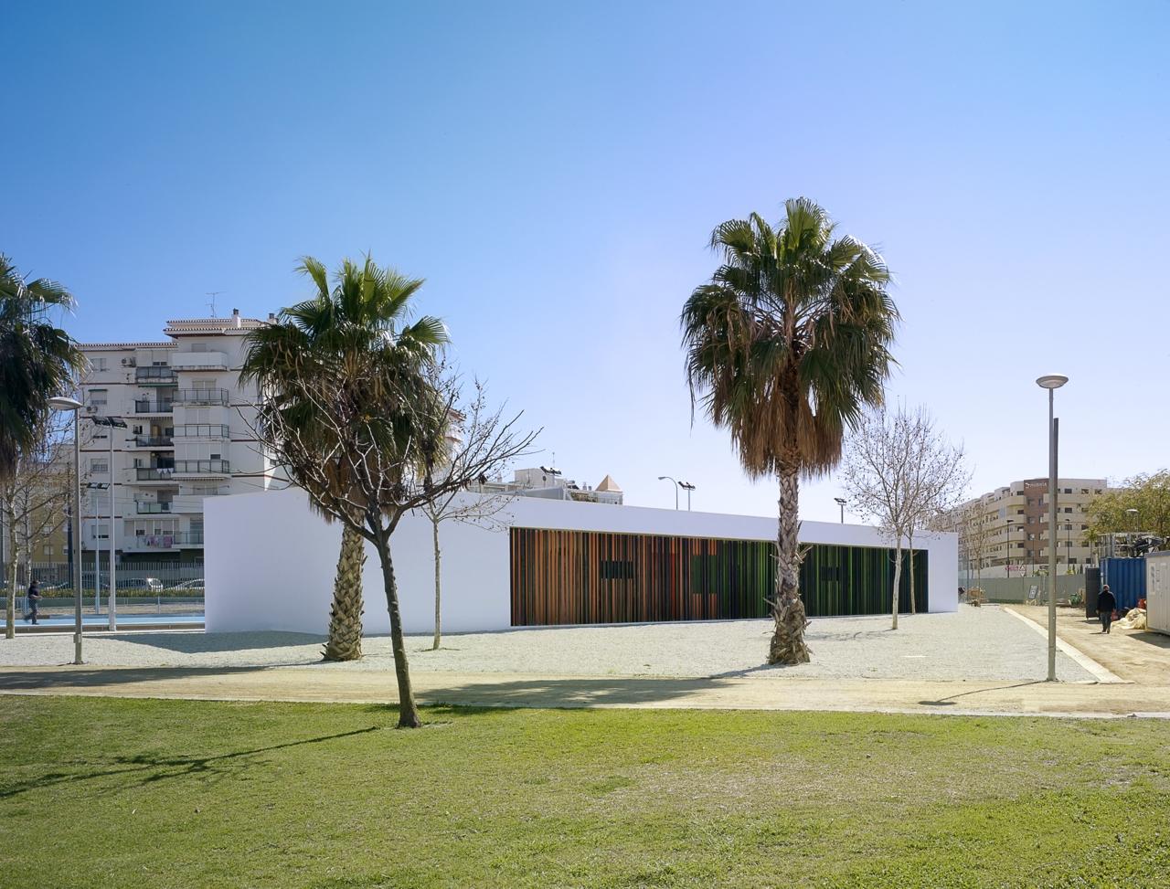 Vestiários e pistas esportivas / GANA Arquitectura, © Jesús Granada