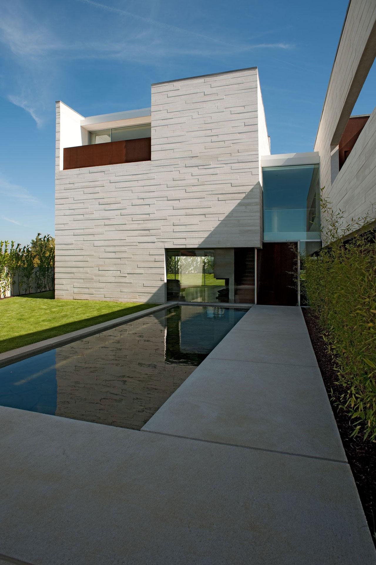 Casa em Aldoar / Topos Atelier De Arquitectura, ©  Xavier Antunes