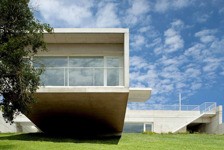 Casa em Etura / Roberto Ercilla Arquitectura, César San Millán