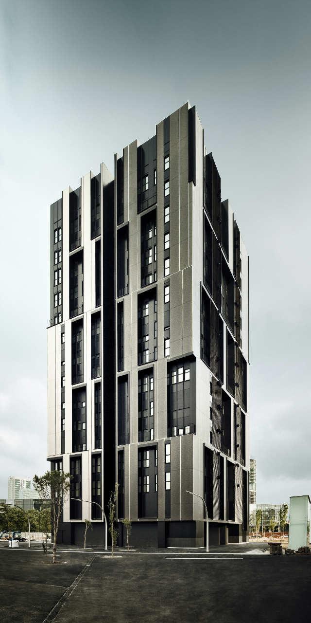 Edifício de Habitação Social na Plaza Europa / Roldán + Berengué, © Jordi Surroca