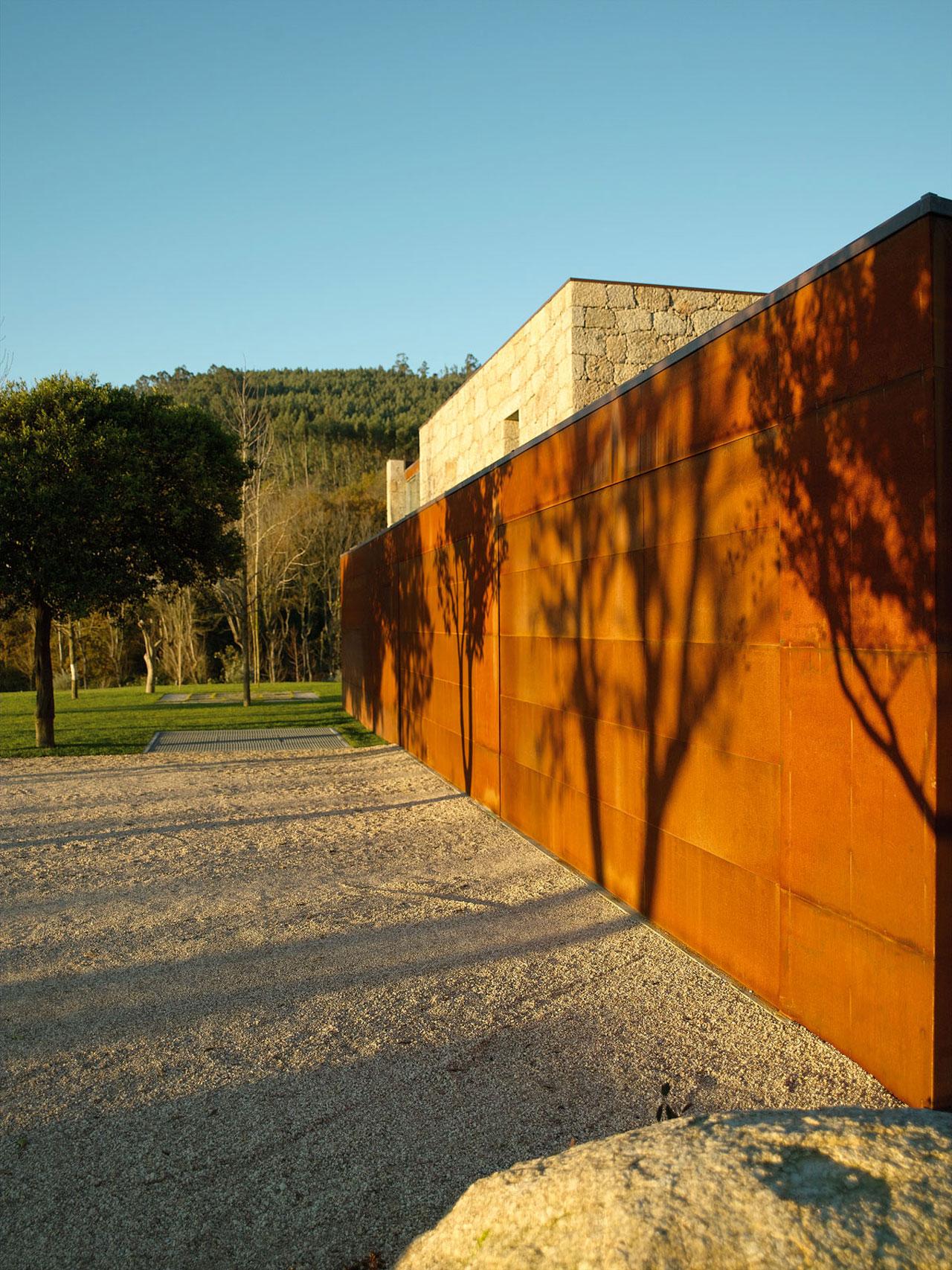 Casa em brito topos atelier de arquitectura archdaily - Atelier arquitectura ...