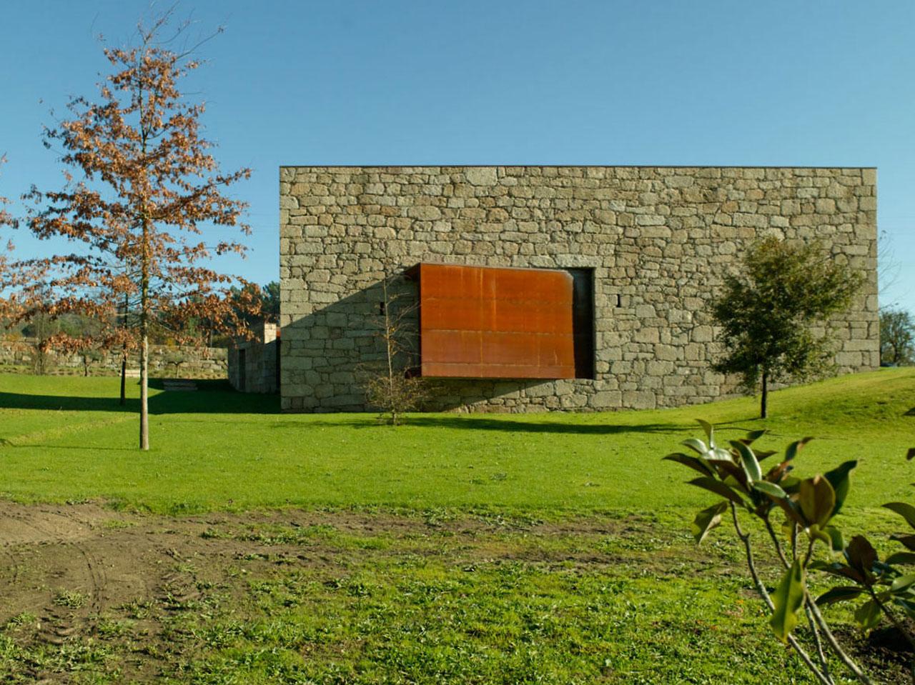 Casa em Brito / Topos Atelier de Arquitectura, © Xavier Antunes