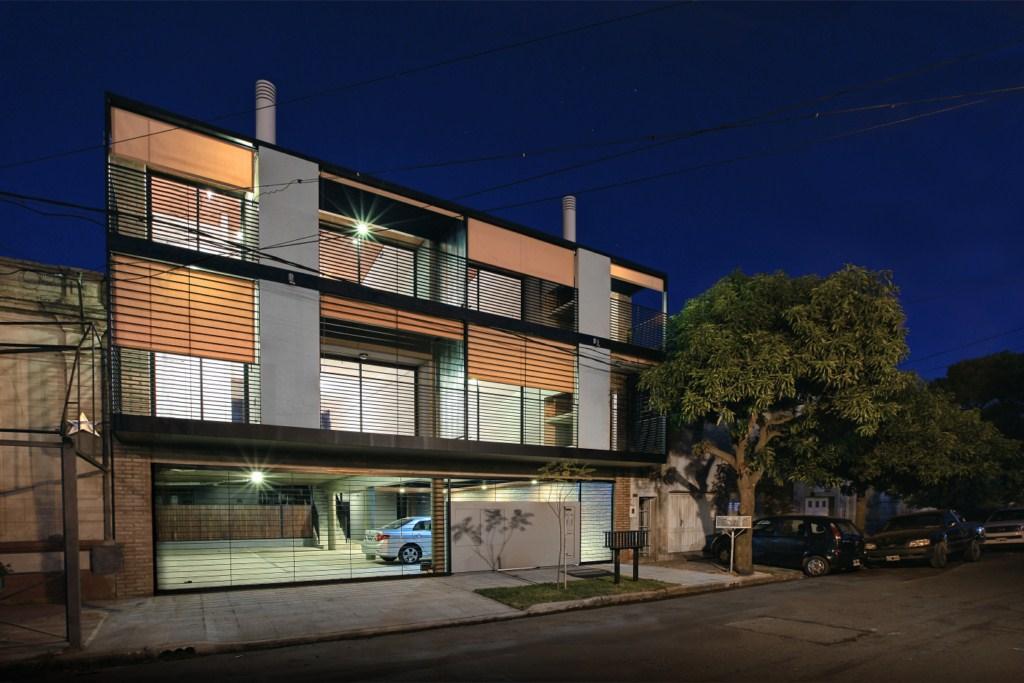 Edifício em calle Lavalle / BIAGIONI/PECORARI Arquitectos, © Federico Cairoli