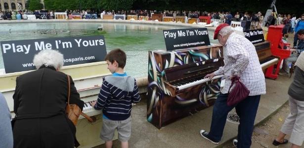 """Intervenção Urbana: """"Play me, I'm yours"""", """"Play me, I'm yours"""""""