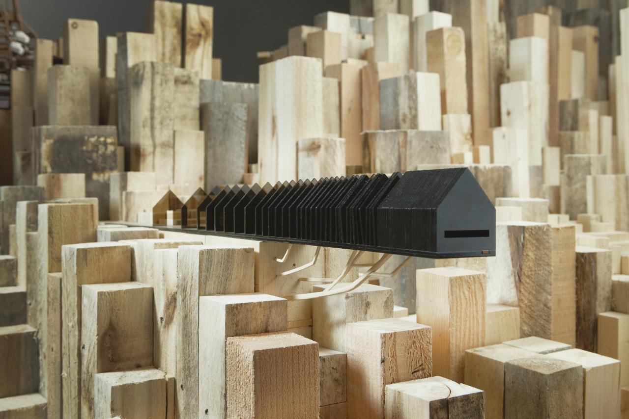 "Bienal de Veneza 2012: 'Migrating Landscapes' representará o Canadá , ""In between the countryside and the city"" de Jean-Nicolas Bouchard e Philippe Charest, 2011-2012, 20cm x 8 cm x 91 cm, © Grajewski Fotograph Inc."