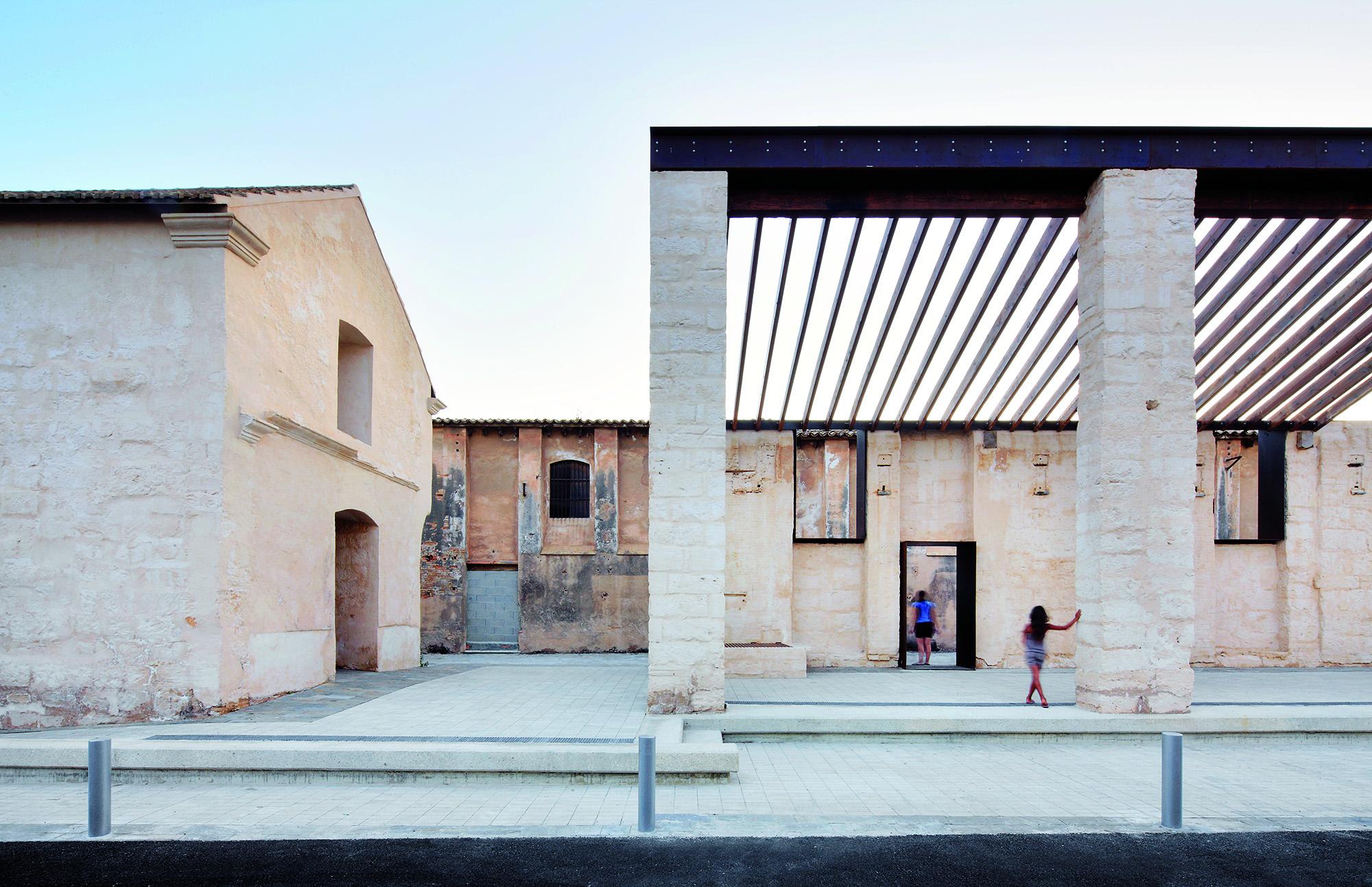 """Bienal de Veneza 2012: """"Vogadors"""" - Pavilhão Catalão e Ilhas Baleares, Restauração da Fábrica Can Ribas  / Jaime J. Ferrer Forés; © José Hevia"""