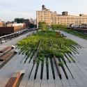 A High Line, uma ex- ferrovia elevada transformada em espaço público, é antecessor imediato da Low Line. © Iwan Baan.