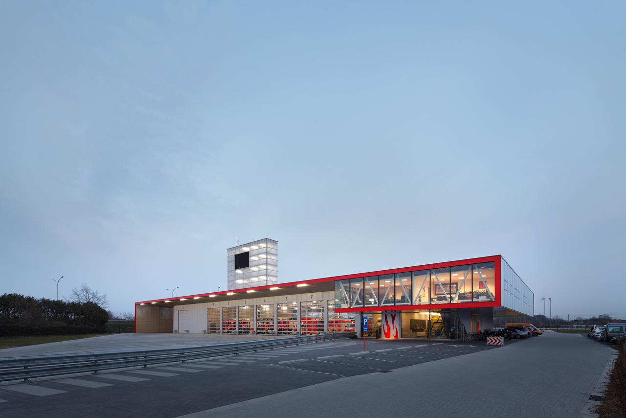 Posto de Bombeiros em Puurs / Compagnie O Architects, © Stijn Bollaert
