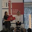 Inês Lobo, curadora do Pavilhão de Portugal, recebendo o Leão de Ouro na categoria Trajetória em nome de Álvaro Siza, que não pode assistir a cerimônia.