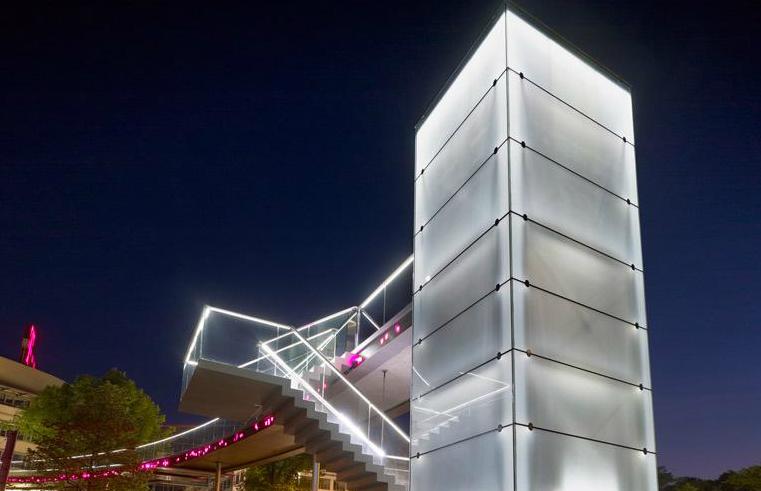 Iluminação interativa na Ponte Telekom / Licht Kunst Licht, © Lukas Roth / Via lichtkunstlicht