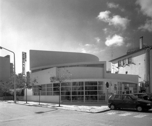 MoMA Exibirá Trabalhos de Siza Vieira em Nova Exposição, Banco Pinto & Sotto Mayor (1971-1974) / Álvaro Siza © El Croquis