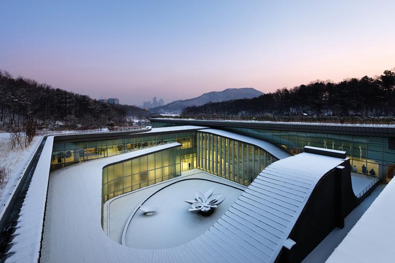 Crematório Seul Memorial Park / Haeahn Architecture, © Park Young-chae