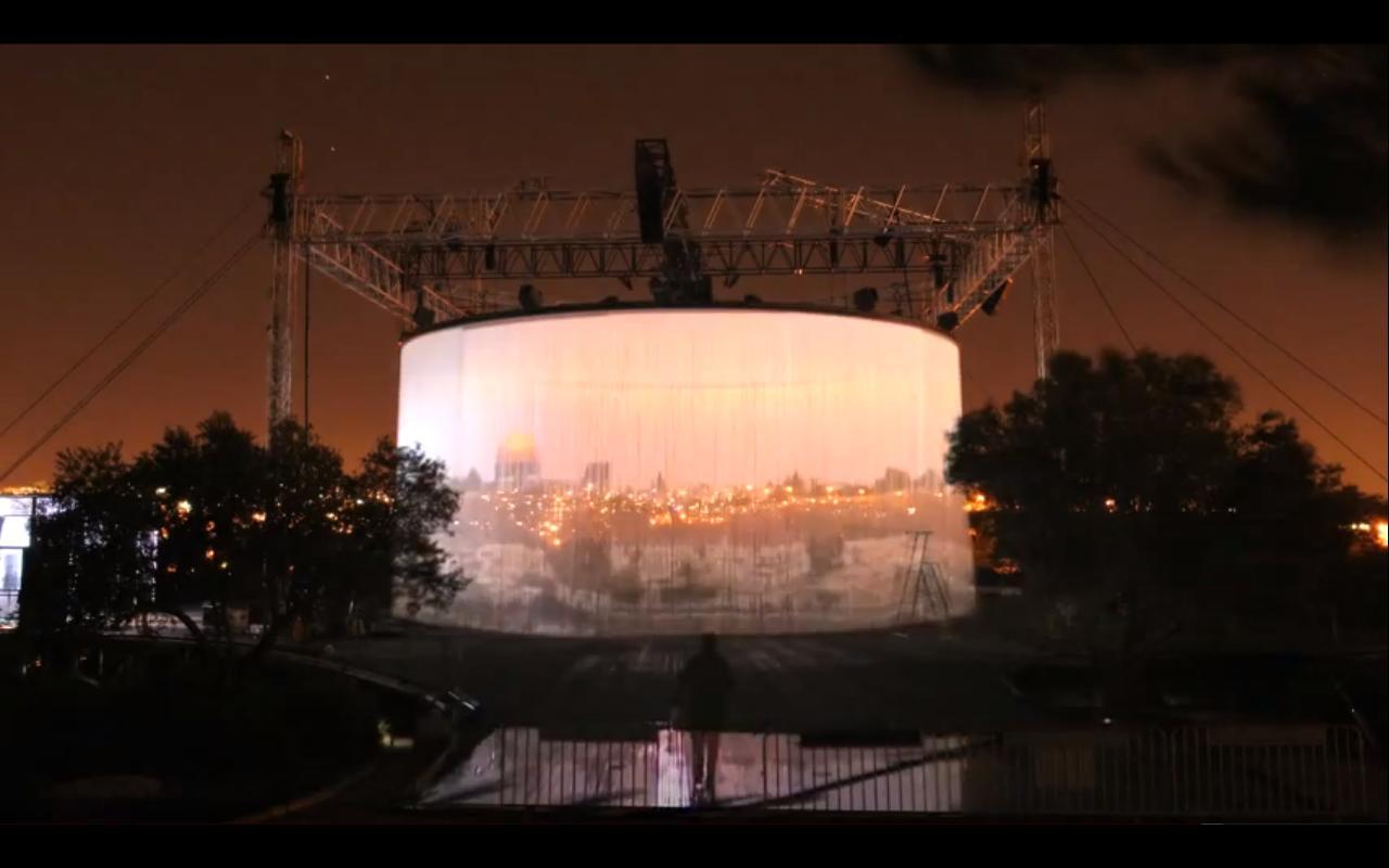 """Vídeo: Time Lapse da instalação """"720 Degrees"""" de Ron Arad"""