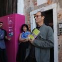 O curador Miquel Adriá na inauguração da mostra © ArchDaily