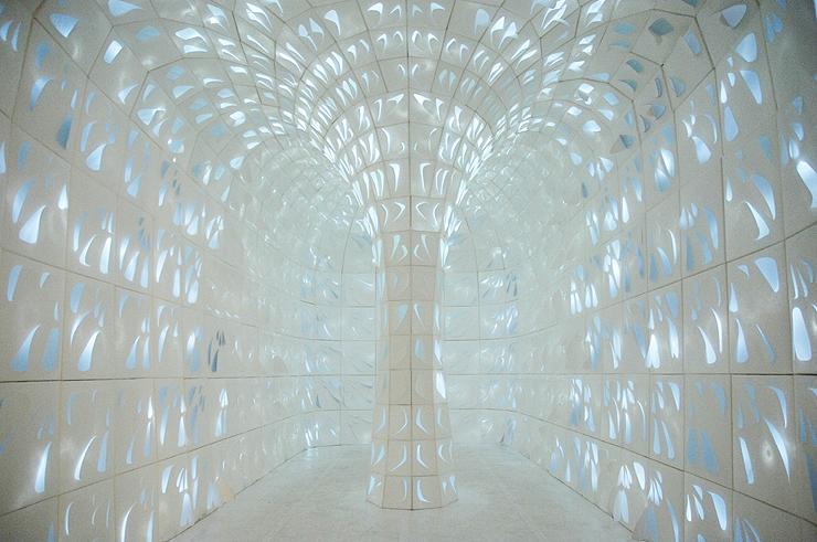 Hope Tree: instalação de 670 folhas de papel retroiluminadas / 24° Studio, © Atsushi Takahashi